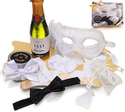 Kit erótico blanco con máscara Veneciana